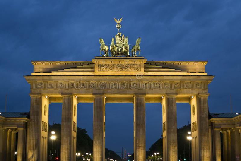 brandenburg-gate-former-berlin-city-inspired-greek-propylea-hall-doric-columns-quadriga-depicting-victoria-87862471