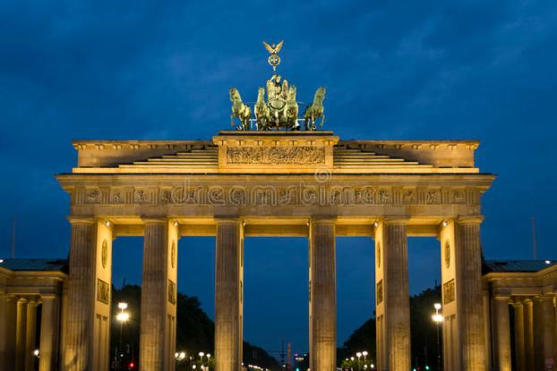 brandenburg-gate-former-berlin-city-inspired-greek-propylea-hall-doric-columns-quadriga-depicting-victoria-87862471