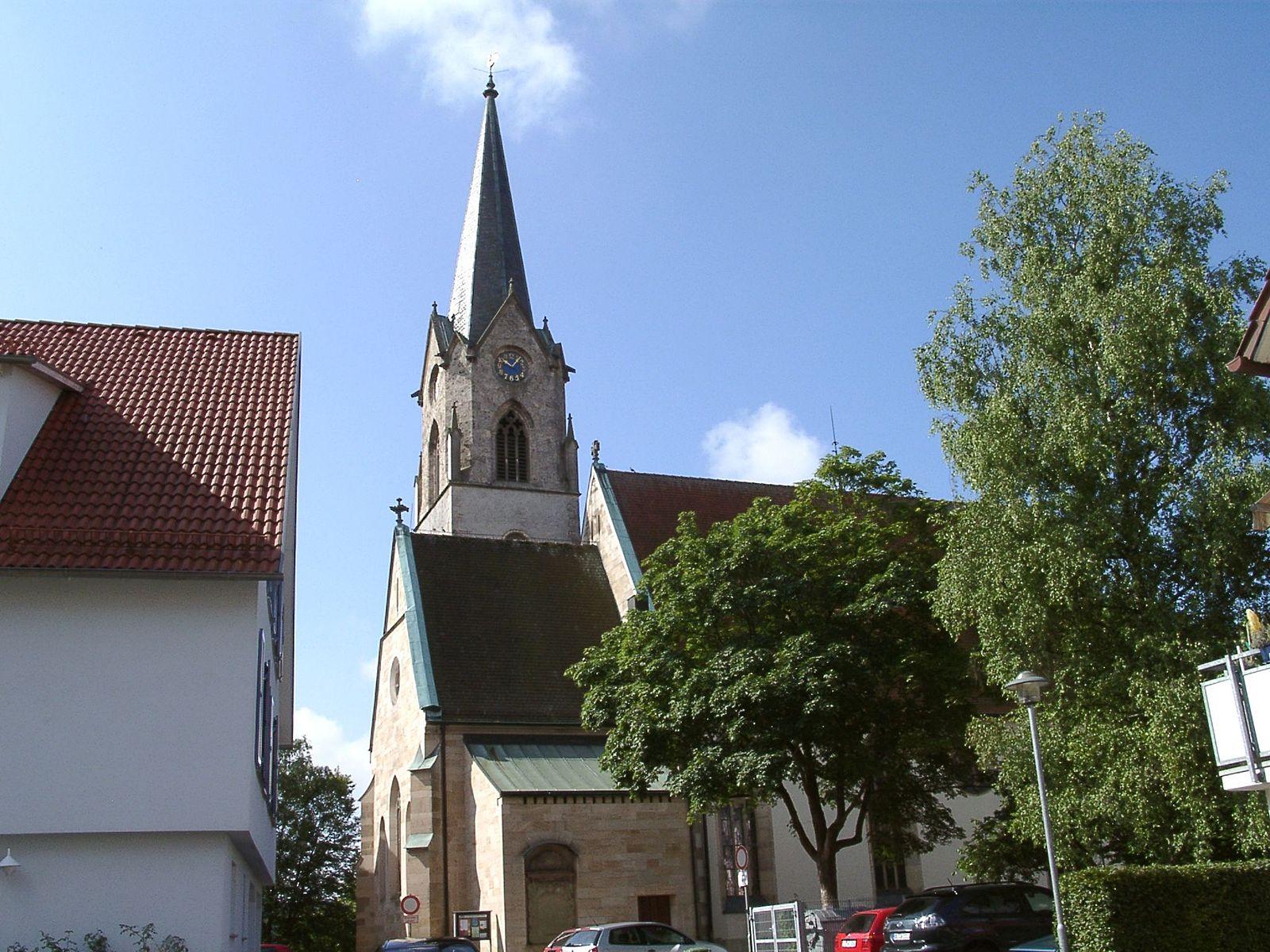 1600px-Lustnau_Evangelische_Kirche_Nordseite_01